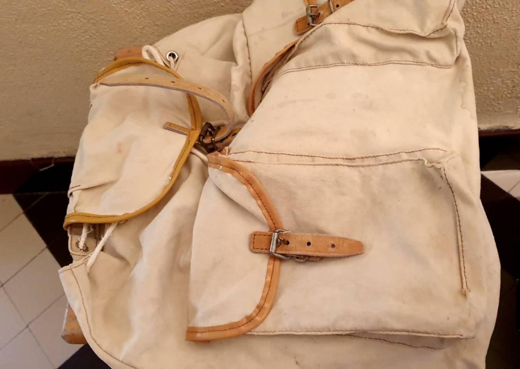 #9 - Vieux sac à dos   Puces Privées