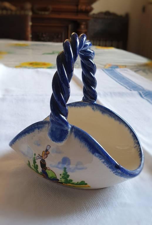 #31 - Petit panier en faïence bretonne   Puces Privées