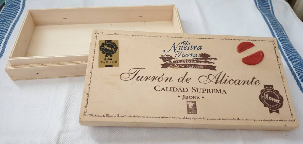 #32- Boite vintage de nougat d'Alicante | Puces Privées