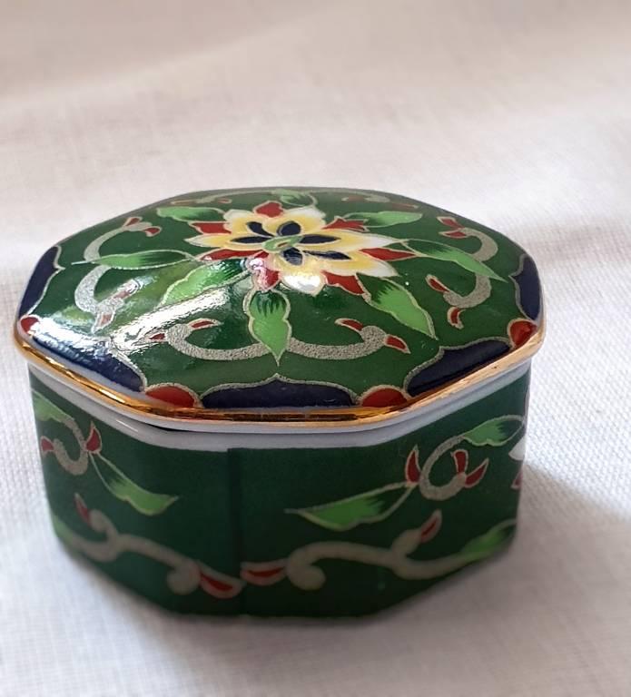 #46 - Petite boite octogonale en faïence asiatique   Puces Privées