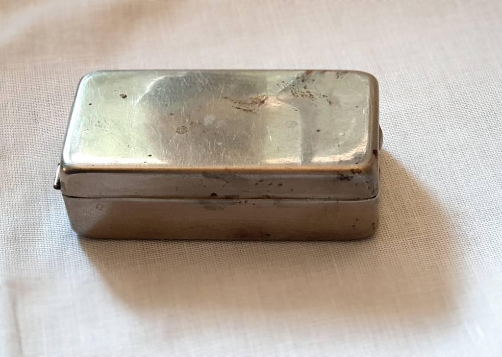 #50 - Petite boîte en metal | Puces Privées