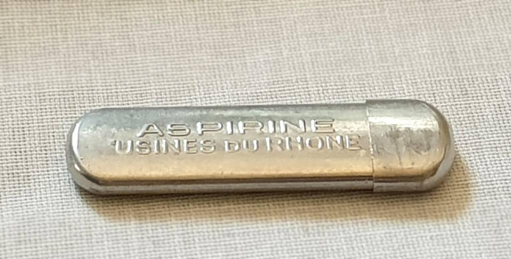 #52 - Etui metal Aspirine du rhone   Puces Privées