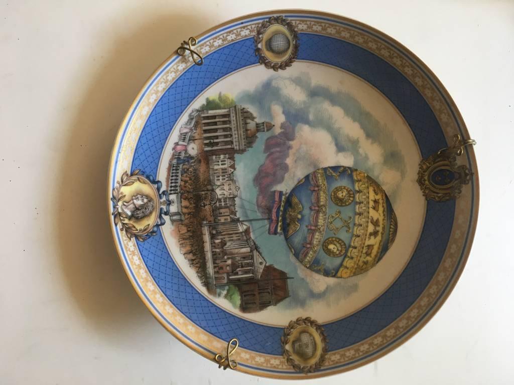 Assiette officielle du bicentenaire du premier vol humain porcelaine limoges   Puces Privées