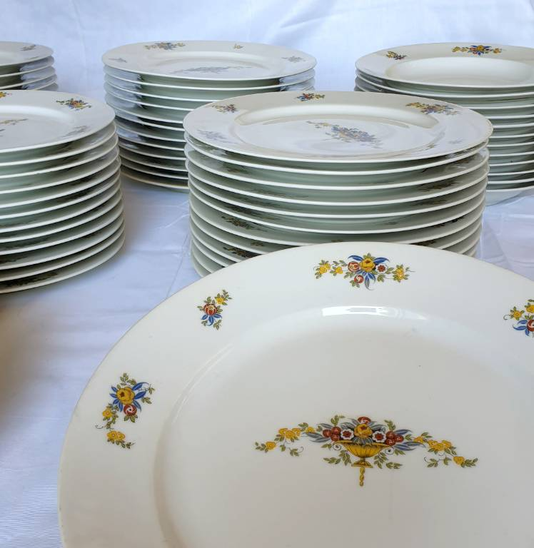 #56 - Service de table en porcelaine de Limoges Raynaud | Puces Privées