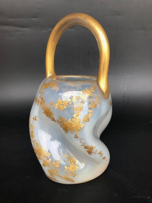 Joli vase panier en verre opalescent doré Legras | Puces Privées