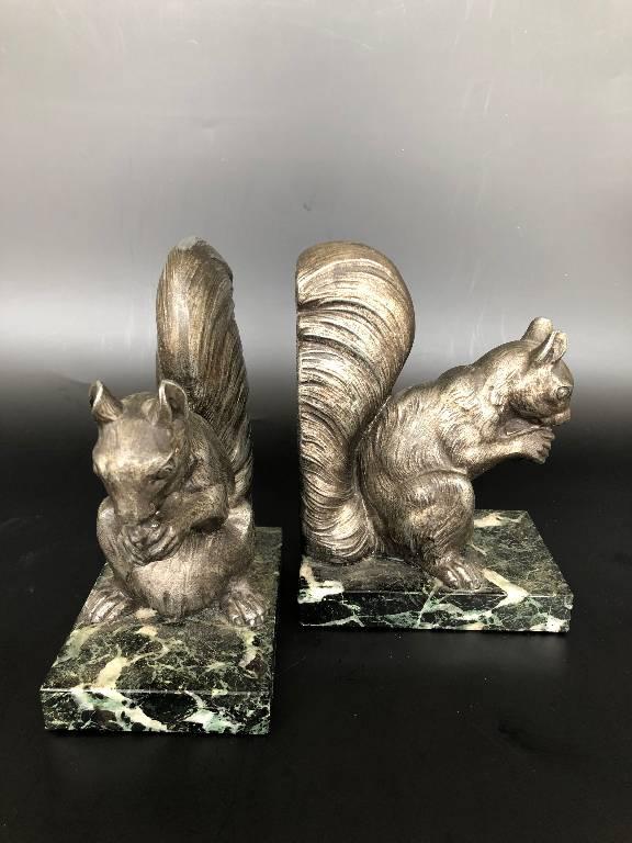 Ancienne paire de serre livres art déco ecureuil marbre vert de mer | Puces Privées