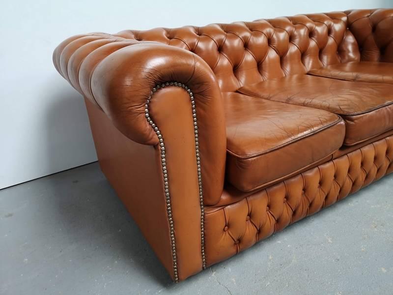 Canapé chesterfield cuir marron clair | Puces Privées
