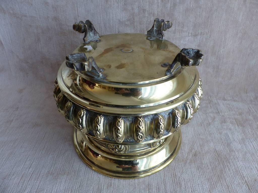 No - 433 -  Cache pot en laiton à pattes de lion | Puces Privées