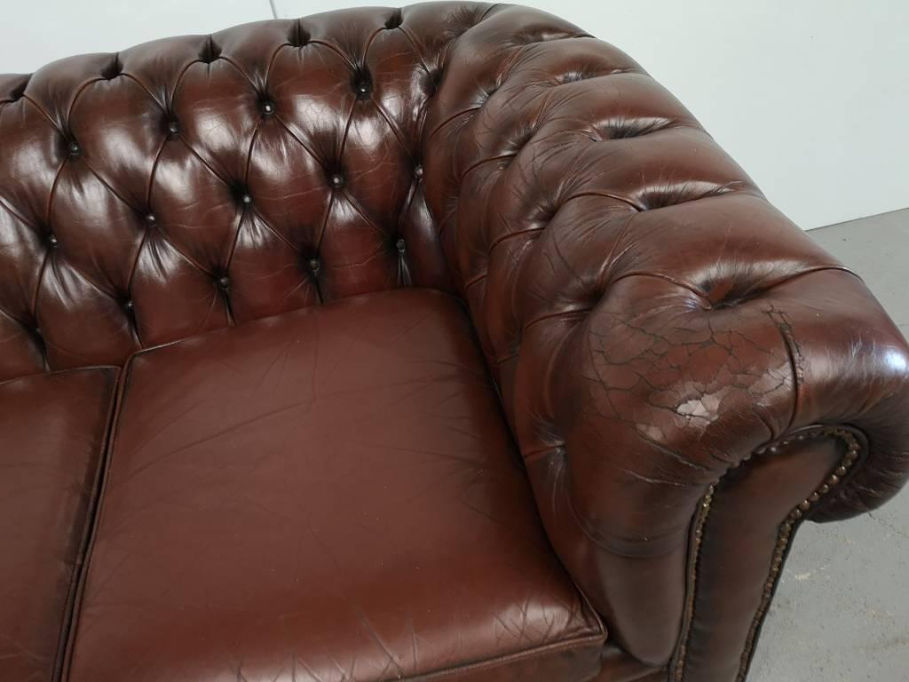 Canapé chesterfield cuir chocolat | Puces Privées