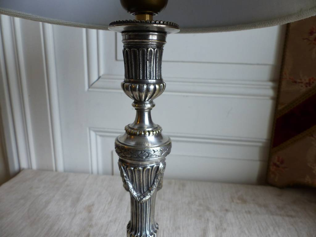 No - 435 - Lampe bougeoir en bronze argenté de style Louis XVI   Puces Privées