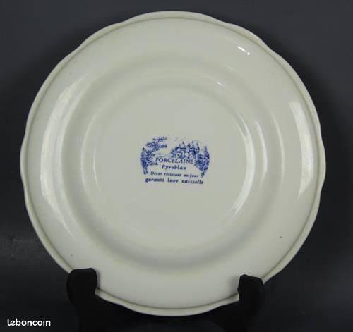 Assiette plates Porcelaine PYROBLAN, BP, décor bleu   Puces Privées