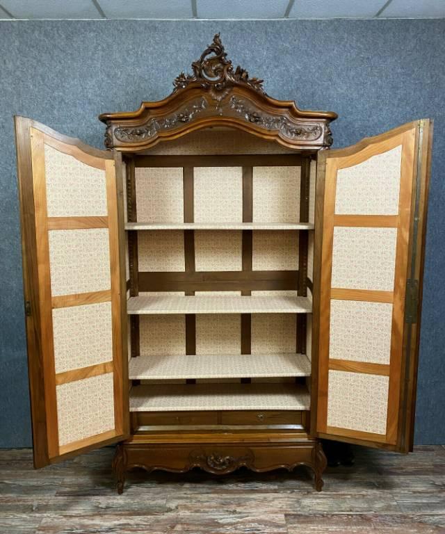 Très importante armoire bibliothéque Louis XV Rocaille en noyer vers 1850-1880 | Puces Privées