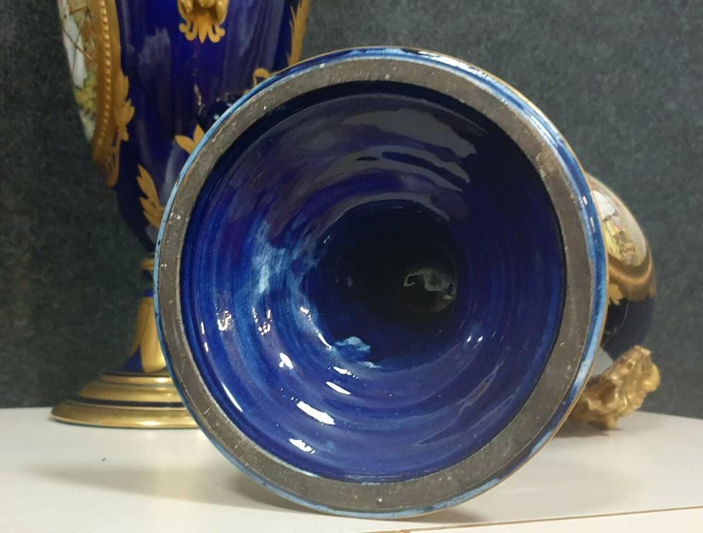 Magnifique paire de très grands vases en porcelaine de Paris bleue et or | Puces Privées