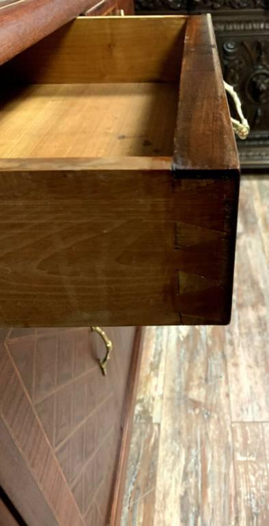 Prestigieuse bibliothéque Louis XVI en marqueterie de bois nobles et bronzes dorés | Puces Privées