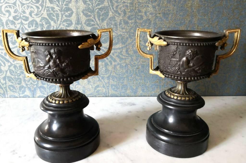 Superbe Paire de pots couverts époque Napoléon III en bronze a double patine   Puces Privées