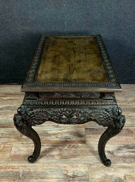 Table Japonisante en bois de fer a patine brune. | Puces Privées