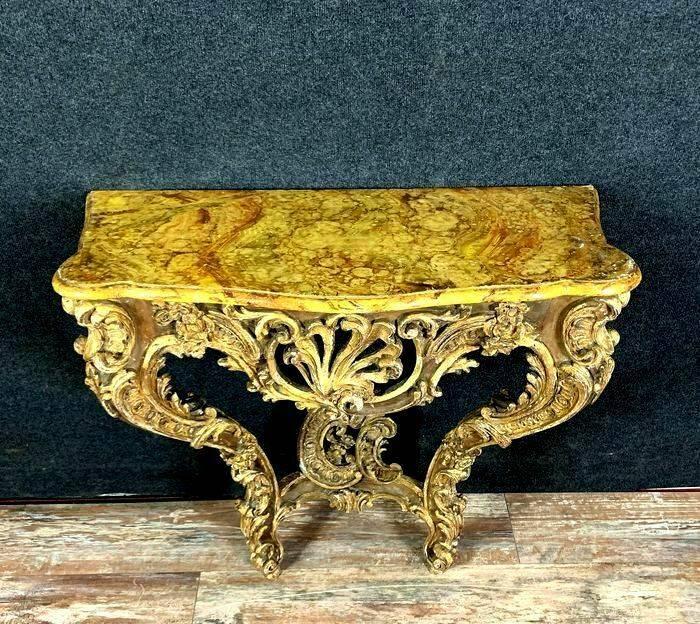 console Louis XV galbée en bois doré sur fond de laque | Puces Privées