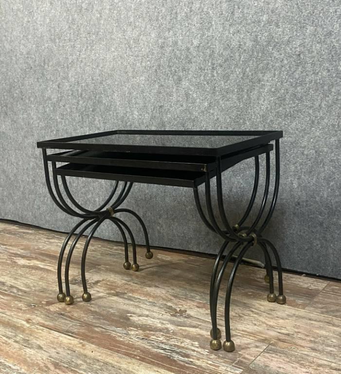 JANSEN  Trois tables Gigognes en métal patiné noir et or vers 1940.   Puces Privées
