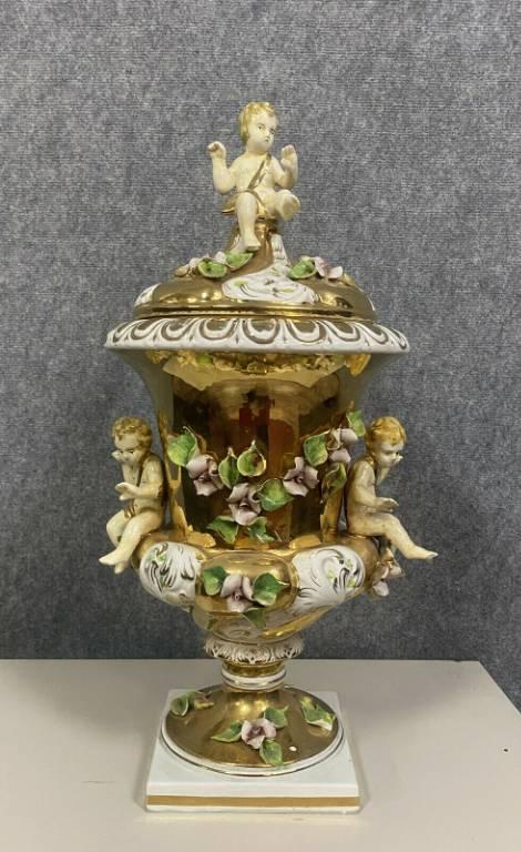Cappodimonte  Immense paire de vases couverts en porcelaine or   Puces Privées