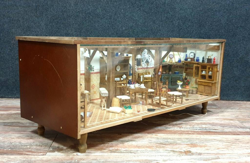 Très Rare diaporama sous verre figurant un intérieur complet de maison | Puces Privées