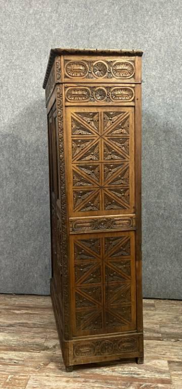 Jolie bibliothèque Renaissance XIXeme en noyer massif vers 1850   Puces Privées