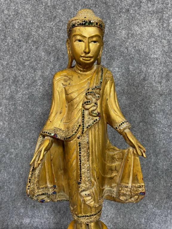 Superbe et très grande sculpture en bois doré figurant une dignité Asiatique | Puces Privées