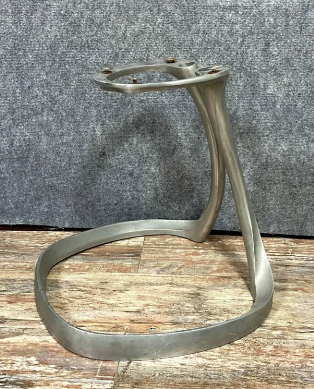 Boris Tabacoff ( 1927-1985 ) / 4 pieds chromés pour chaises à manger 'Sphère' pour Mobilier Modèle Moderne,   Puces Privées