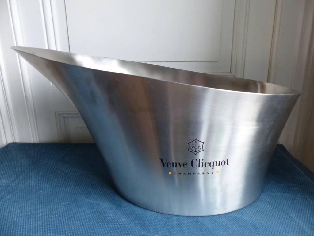 No - 437 - Vasque , seau à champagne Veuve Clicquot en acier inoxidable | Puces Privées