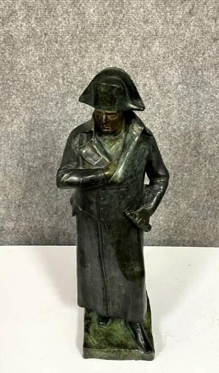 Très importante sculpture Empire en bronze patiné nuancé figurant Napoléon Bonaparte en pied  signée et datée.   Puces Privées