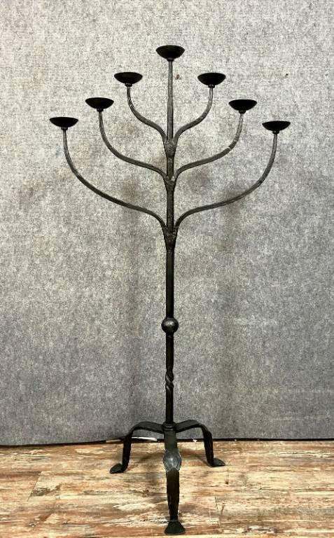 Très important Chandelier sur pied Renaissance en fer martelé vers 1850 | Puces Privées