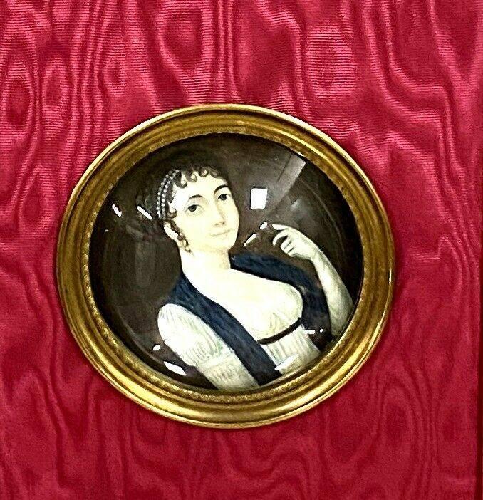École Française XIXeme - peinture sur vélin figurant un portrait de femme au diadème perlé signé Isabey | Puces Privées