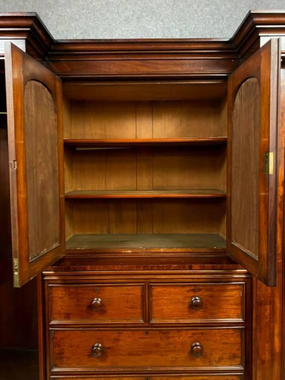 Très rare et luxueux meuble cabinet en acajou époque Napoléon III vers 1850 | Puces Privées
