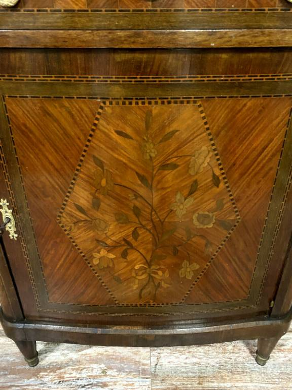 Insolite meuble d'appui Louis XVI en marquèterie Boulle a façade galbée et cotés incurvés vers 1850 | Puces Privées