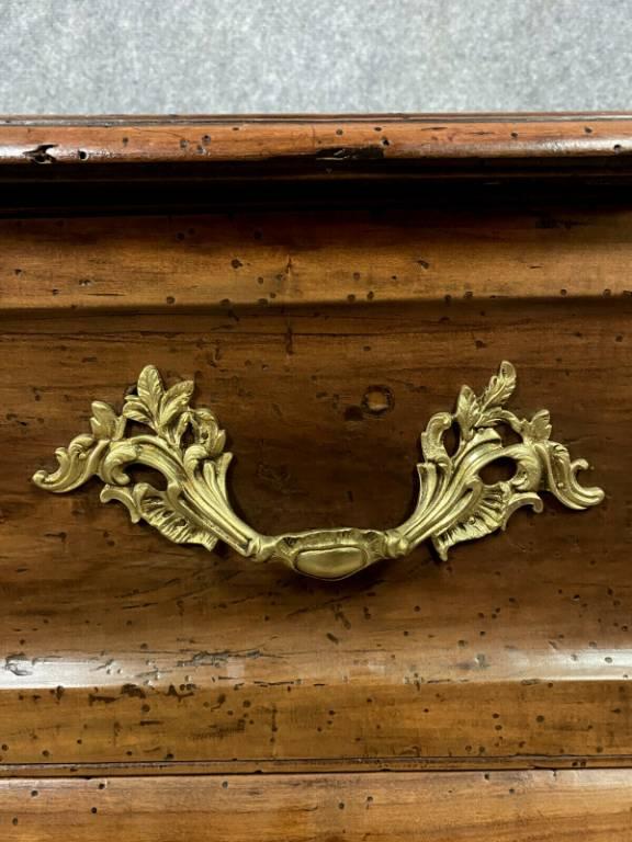 Commode Sauteuse tombeau Bordelaise époque Louis XV en noyer massif vers 1750 | Puces Privées