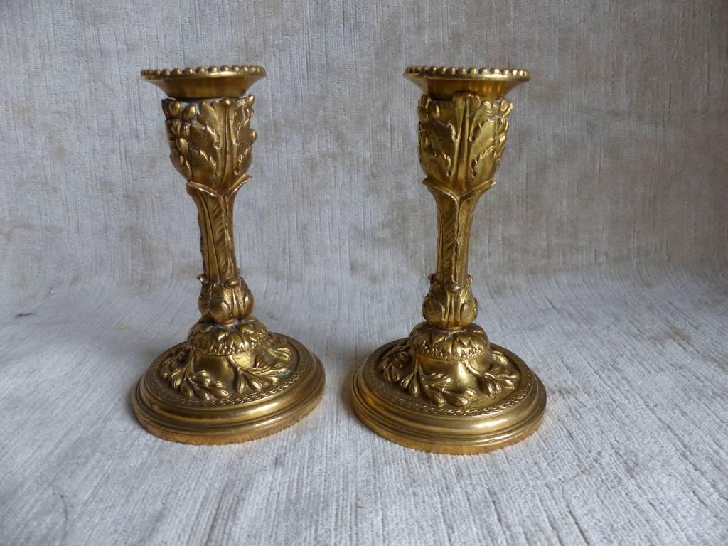 No -441 - Paire de bougeoirs en bronze de style Louis XVI | Puces Privées