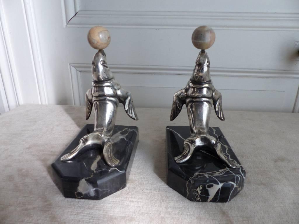No - 444 - Paire de serre - livres en bronze argenté signé Frécourt   Puces Privées