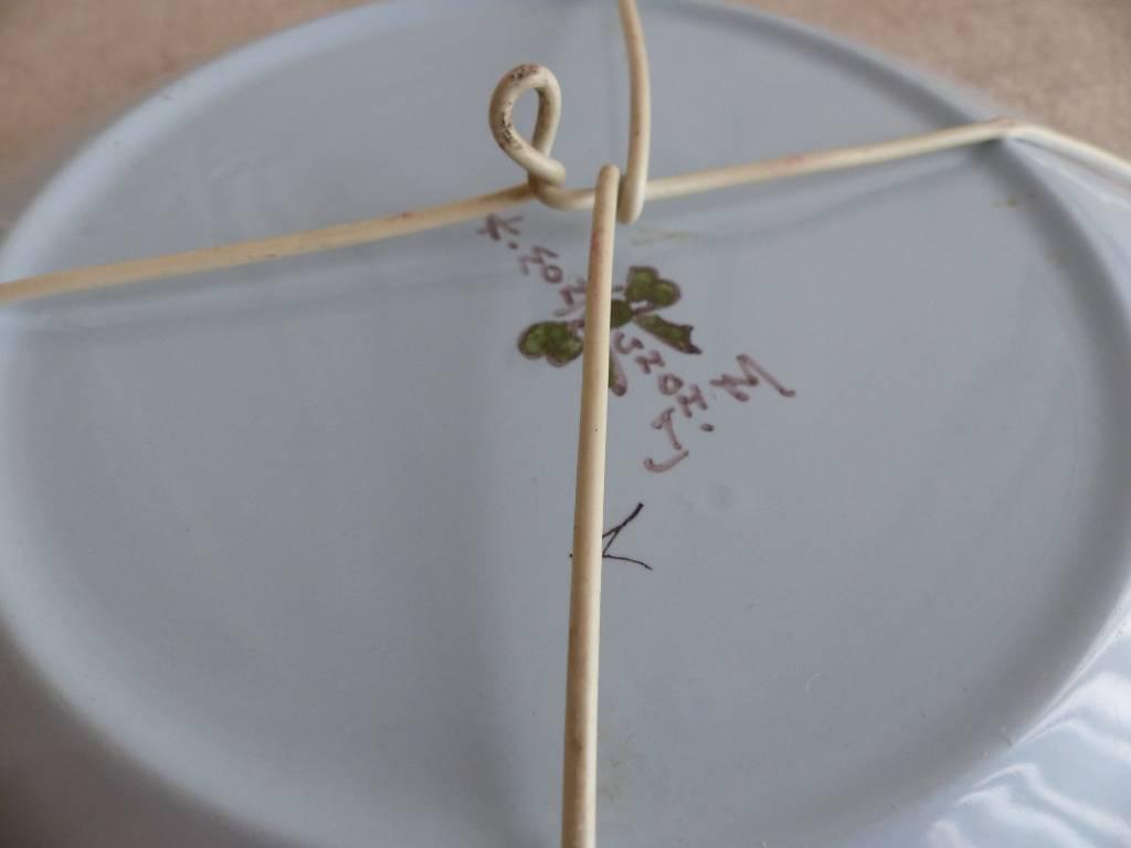 No - 446 - Assiette décorative en faïence de Montagnon à Nevers | Puces Privées