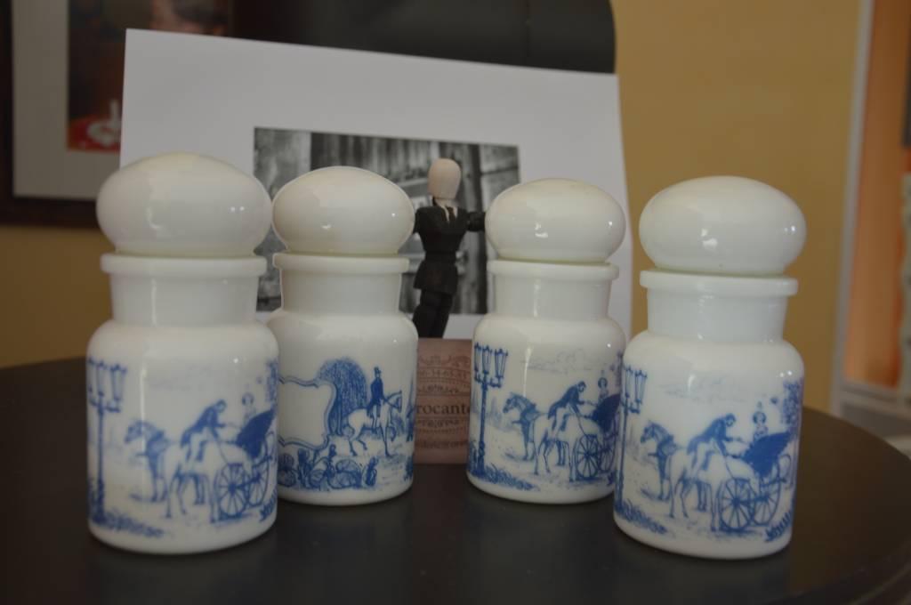Lot de 4 Pots à épices en opaline blanche Belge   Puces Privées