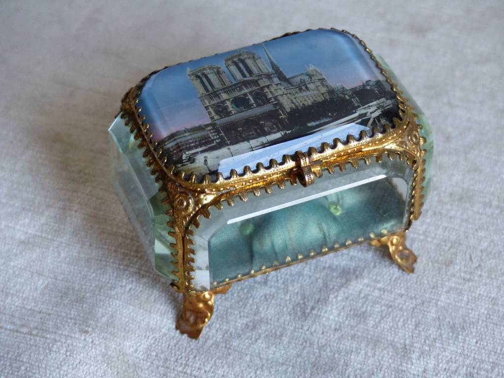 No - 450 - Coffret à bijoux . Souvenir de Notre Dame de Paris époque XIX e siècle | Puces Privées