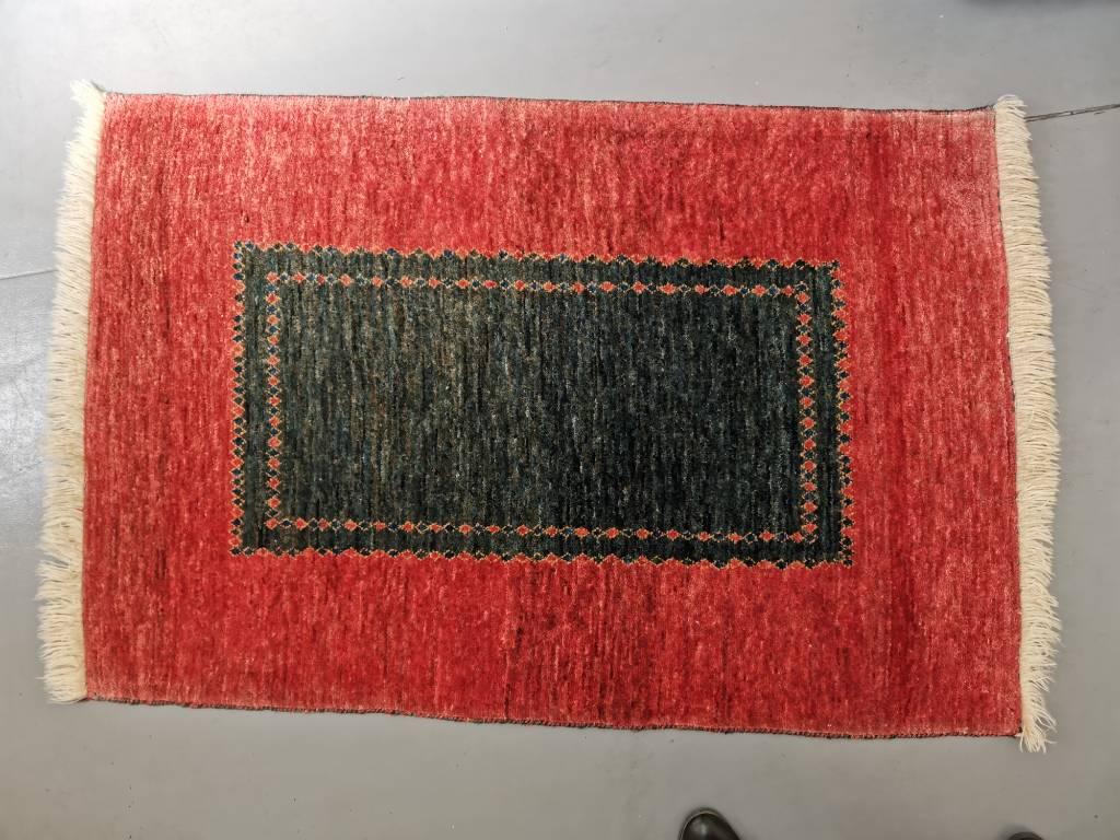 Tapis d'orient en laine pure   Puces Privées