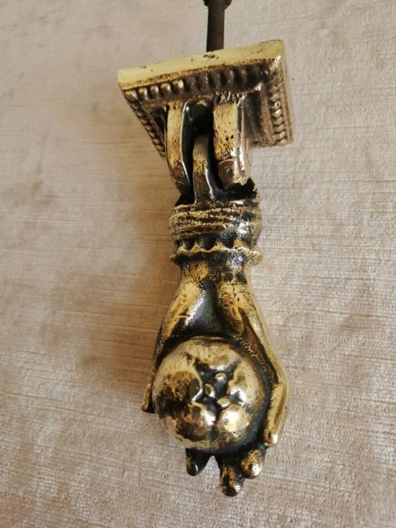 No - 461 - Bel heurtoir de porte en bronze   Puces Privées