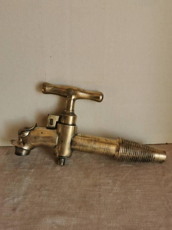 No - 476 - Grand robinet tête de dauphin en bronze  XIX ème siècle pour cuves à vin   Puces Privées