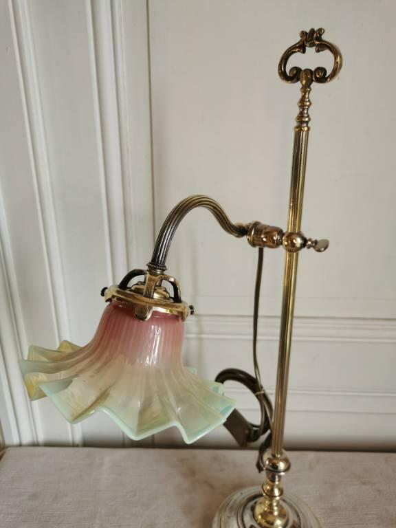 No - -481 - Belle lampe de bureau ou salon en bronze et laiton avec une belle verrerie   Puces Privées