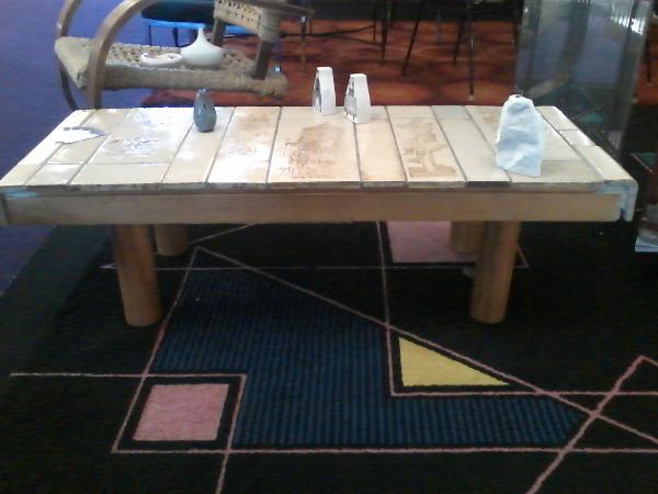 table basse ROGER CAPRON signée dessin de J-DERVAL, Tables basses, Mobilier | Puces Privées