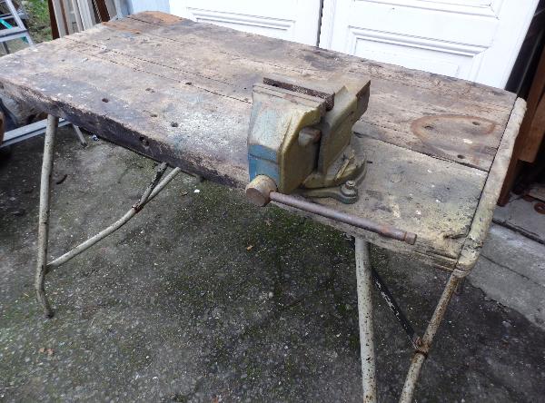 Ancien établi en bois avec piètement métal pliable, Meubles de métier, Mobilier | Puces Privées