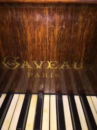 Brocante 75, vitrine PREVOT, brocante Paris | Puces Privées