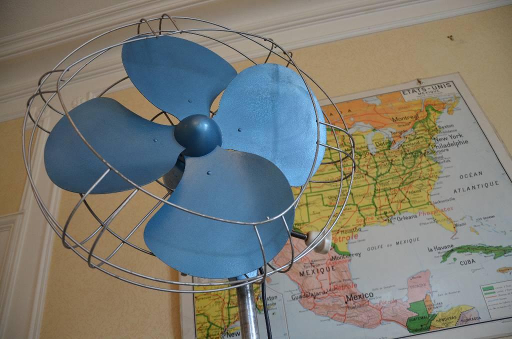 Grand ventilateur sur pied années 60, Mobilier industriel, Mobilier | Puces Privées