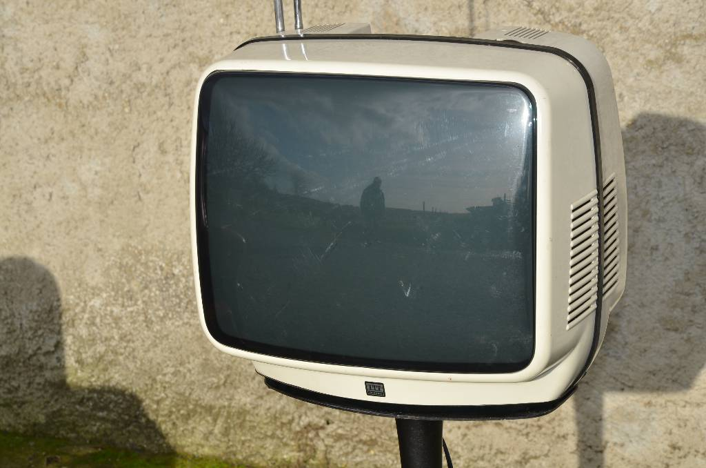 Téléviseur sur pied ITT Oceanic design 70 | Puces Privées