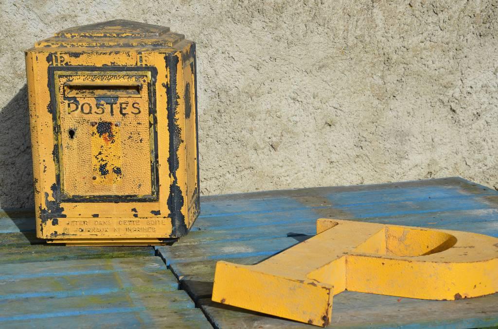 Boîte aux lettres vintage des Postes Années 80, Mobilier industriel, Mobilier | Puces Privées