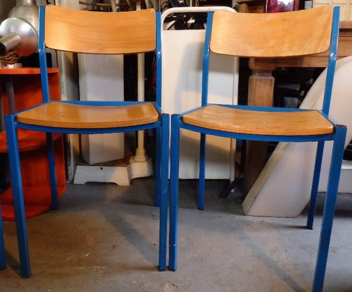 Chaise d'écolier métal bleu et bois massif, Chaises - tabourets, Sièges | Puces Privées